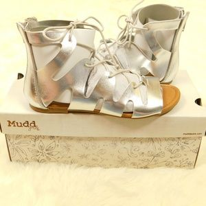 Mudd Girls Silver Lace Up Gladiator Sandals Shoes